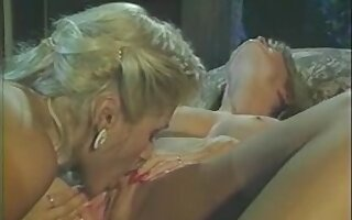 Blonde retro lesbian sluts kissing and licking cunts
